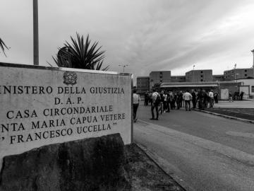 Pestaggi al Santa Maria Capua Vetere: il carcere serve, così com'è fatto?
